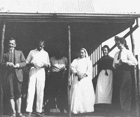 Gandhi_Tolstoy_farm_1912
